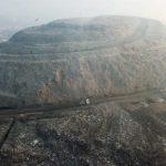 Hãi hùng với 'đỉnh Everest' rác rộng gấp 40 lần sân bóng đá ở Ấn Độ